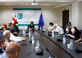 ჯანდაცვის მინისტრი კოვიდკლინიკების ხელმძღვანელებს შეხვდა